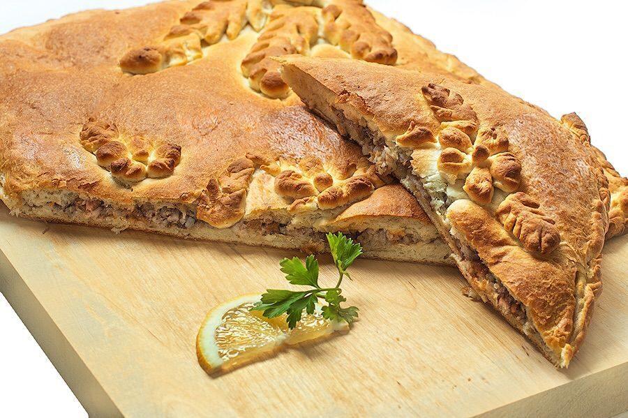 Дрожжевой пирог с сайрой и картошкой рецепт
